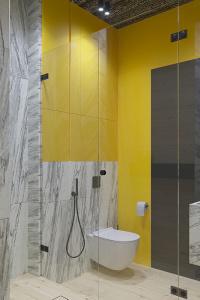 желтый цвет в интерьере ванной комнаты